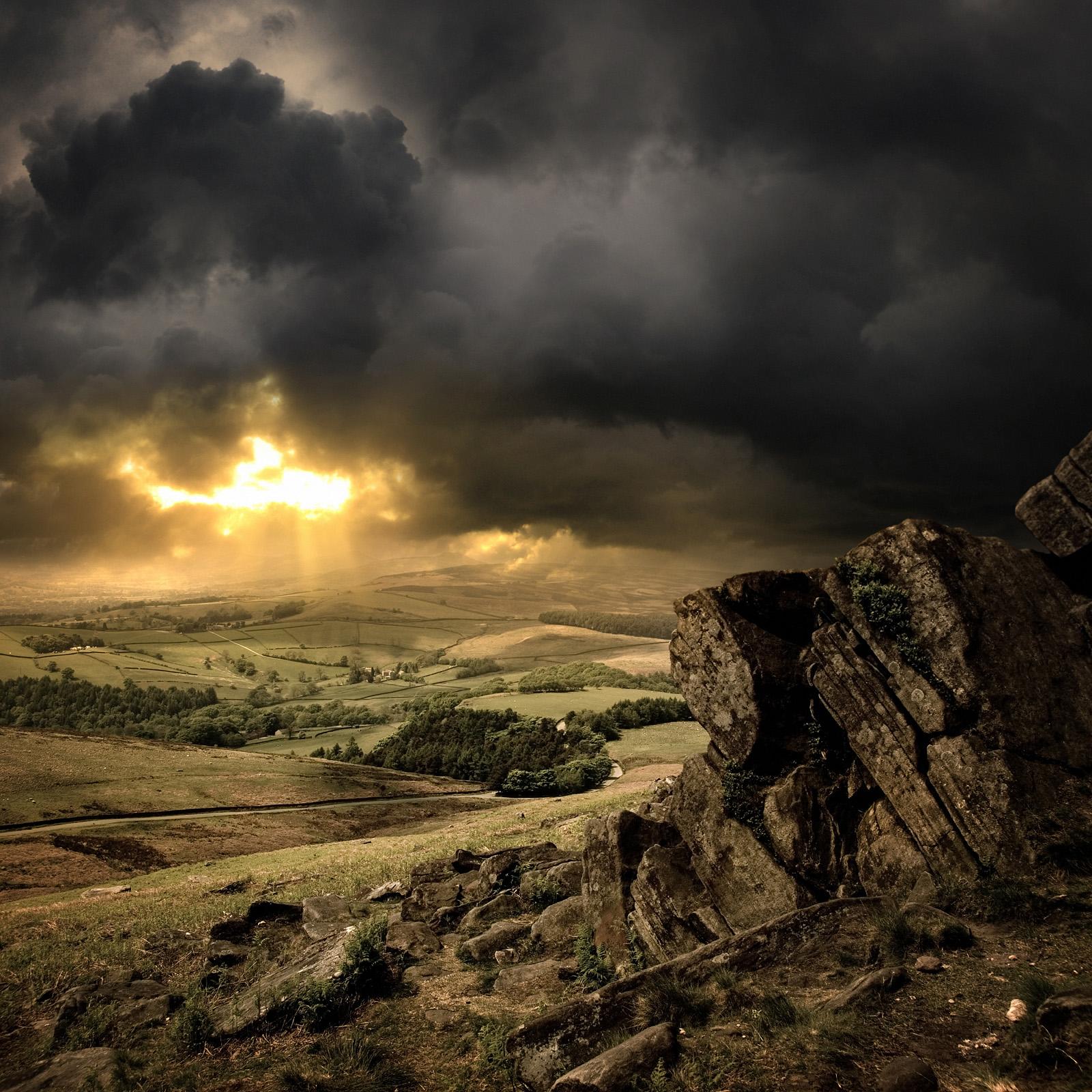 高清风景素材-地产设计风景; 田野乌云密布; 精美的风光图片素材