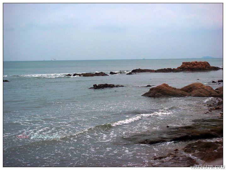 我想在那海浪冲击的沙滩上捡贝壳,然后和同伴们一起听听海螺的声音!