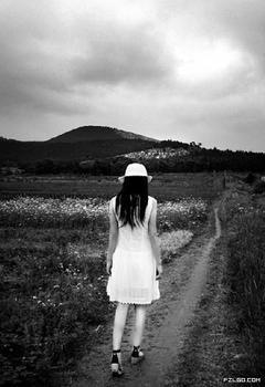 她又朝他远去的背影多看了一眼,如此的普通,如此的其貌不扬,但愿不是图片