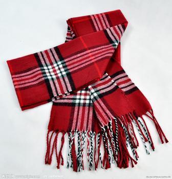 镂空花样的围巾哦!
