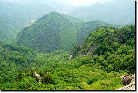 虽然耗费些时间,但可以一路欣赏沿途的美景和清泉,而且,天华山最主要