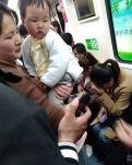 """【看点·光】地铁里的""""神器""""(散文)"""
