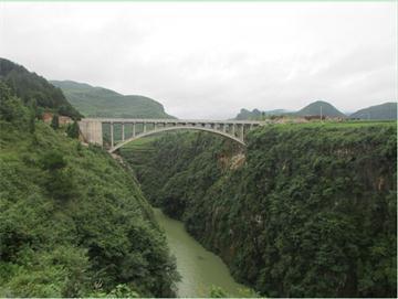 """""""隘门天险"""",进入龙鳌河省级风景名胜区的第一"""