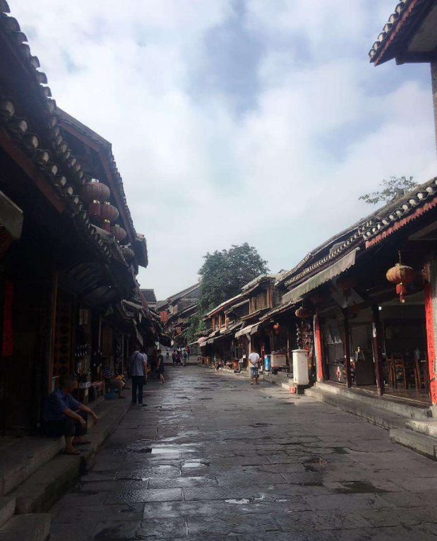 【八一】跟着散文去旅行,一梦醒来是贵州(散文·家园)