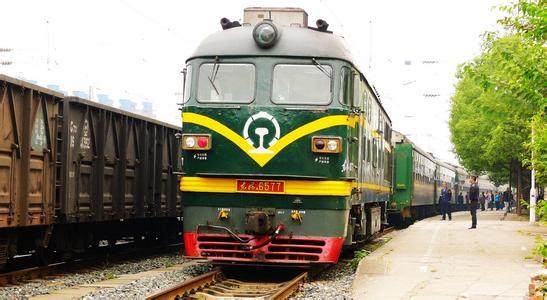 【八一】绿皮火车(外二首)