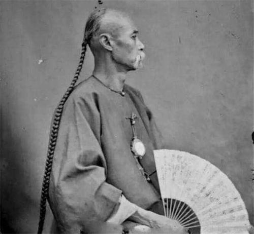 【摆渡】飘飞的辫子(小小说)